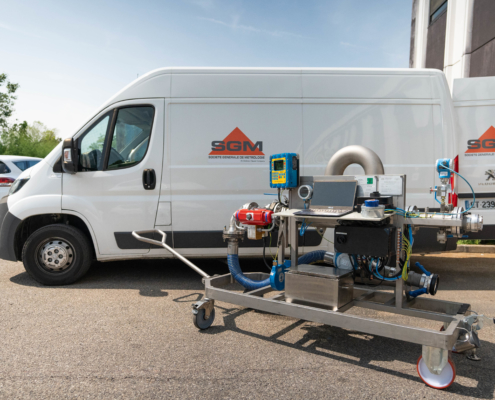 Mobile calibration rig with a mobile structure easy to operate and to move around